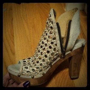 Edgy shoes size 7